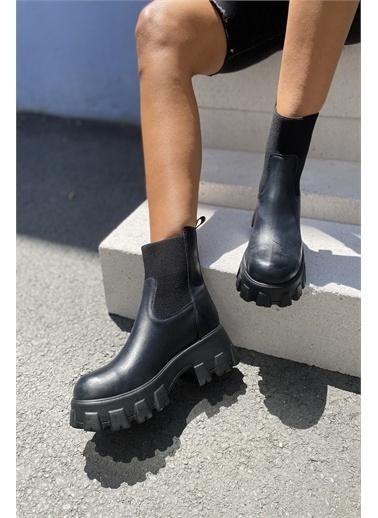 İnan Ayakkabı KADIN LASTİKLİ BOT Siyah